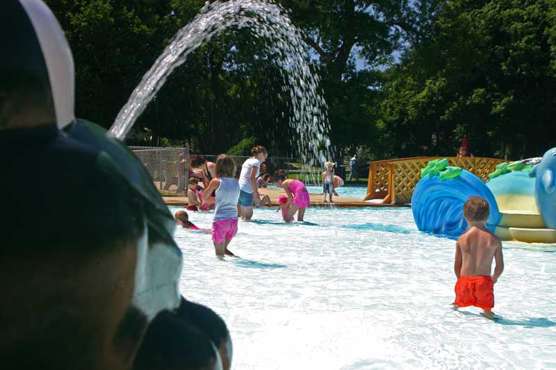 /upload/images/parks/mckennan_pool/fountain-3.jpg