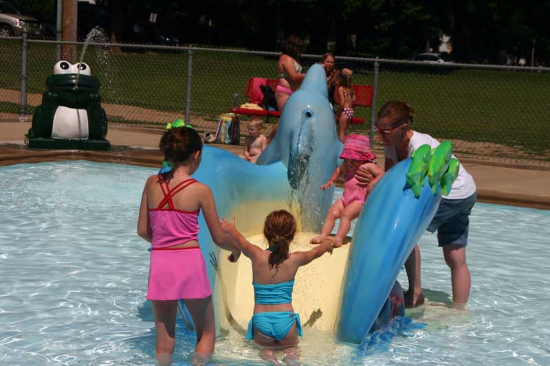 /upload/images/parks/mckennan_pool/slide-2.jpg