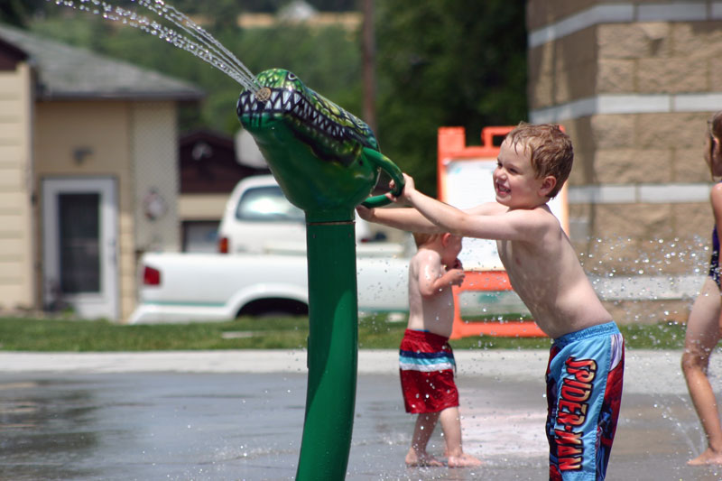 /upload/images/parks/pioneer_spray_park/spray_park_boy_cannon.jpg
