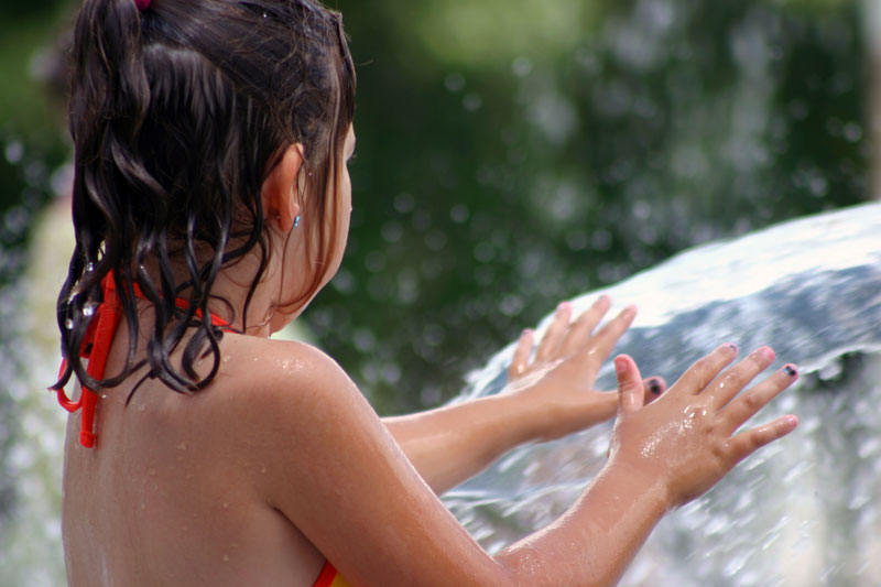 /upload/images/parks/pioneer_spray_park/spray_park_girl.jpg