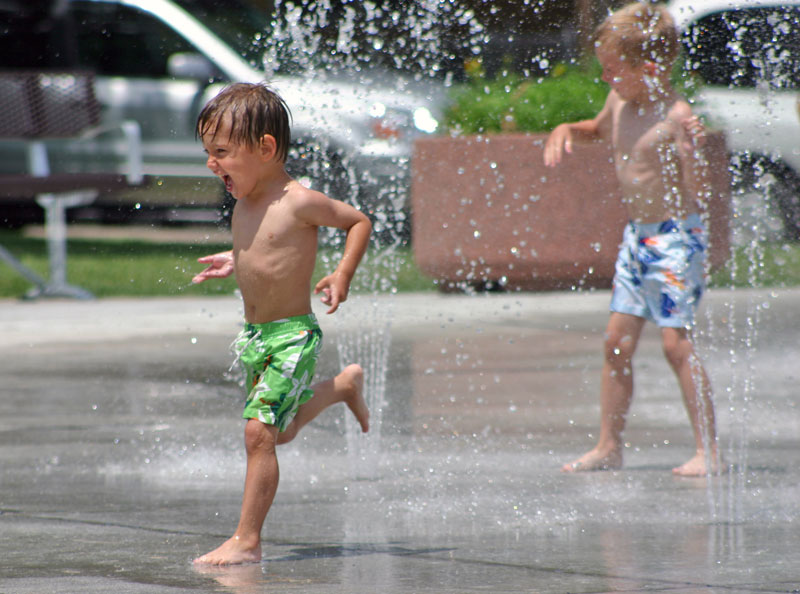 /upload/images/parks/pioneer_spray_park/spray_park_running.jpg